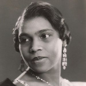 Marian anderson sings at lincoln memorial